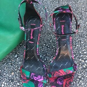 Betseyville 🤣size 9 multicolored heels